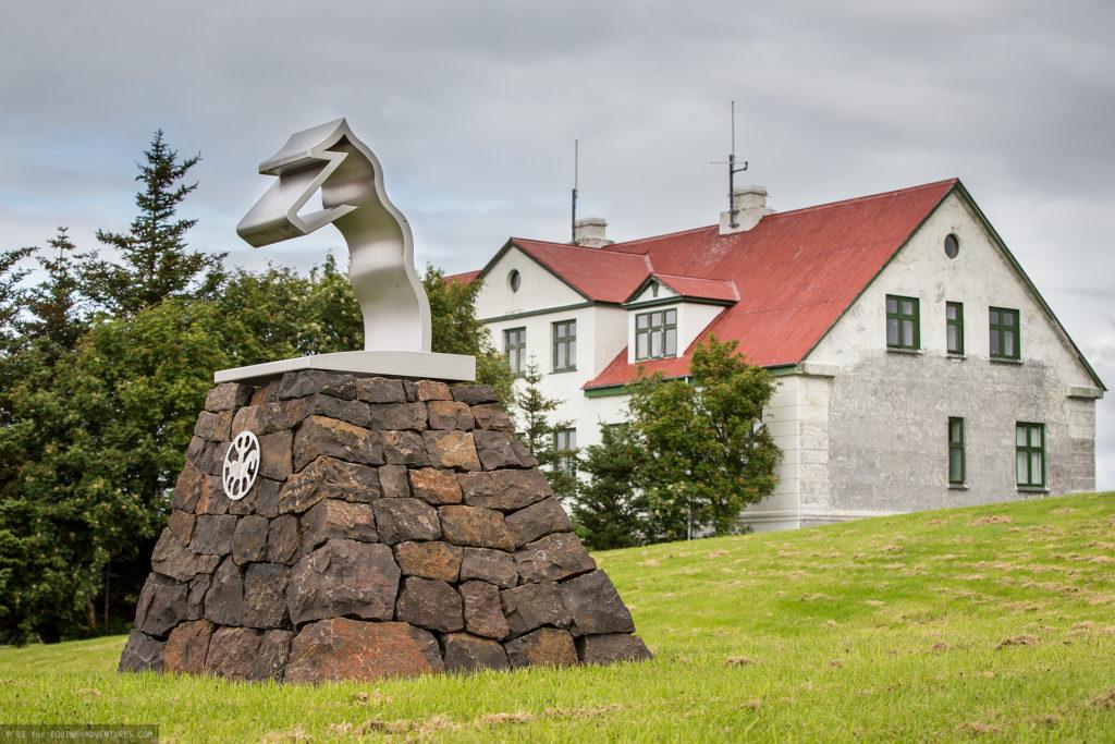 ea-fotoreise-island-statue-hvanneyri
