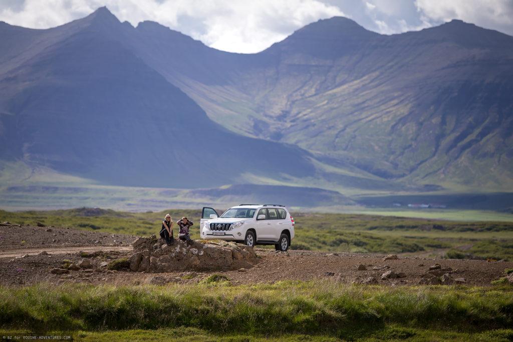 ea-fotoreise-island-teilnehmerinen-auto